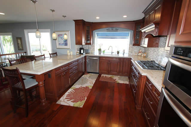 U-Shaped Kitchen for Couples in Orange County